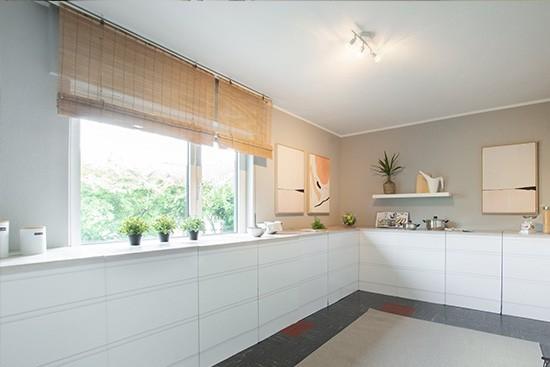 Home Staging DE con cocina en esquina de cartón CUBIQZ