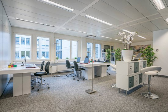 Home Staging Kyburz con muebles de cartón cubiqz para oficina