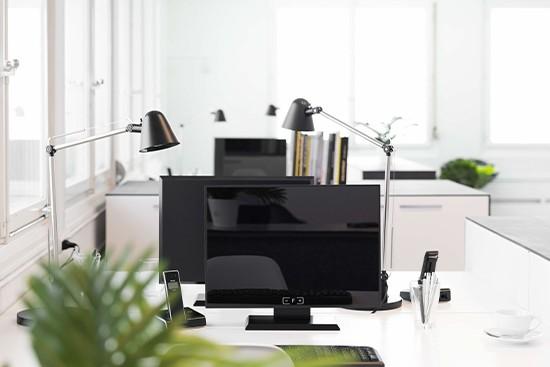 T-Raumplaner con muebles de oficina de cartón cubiqz