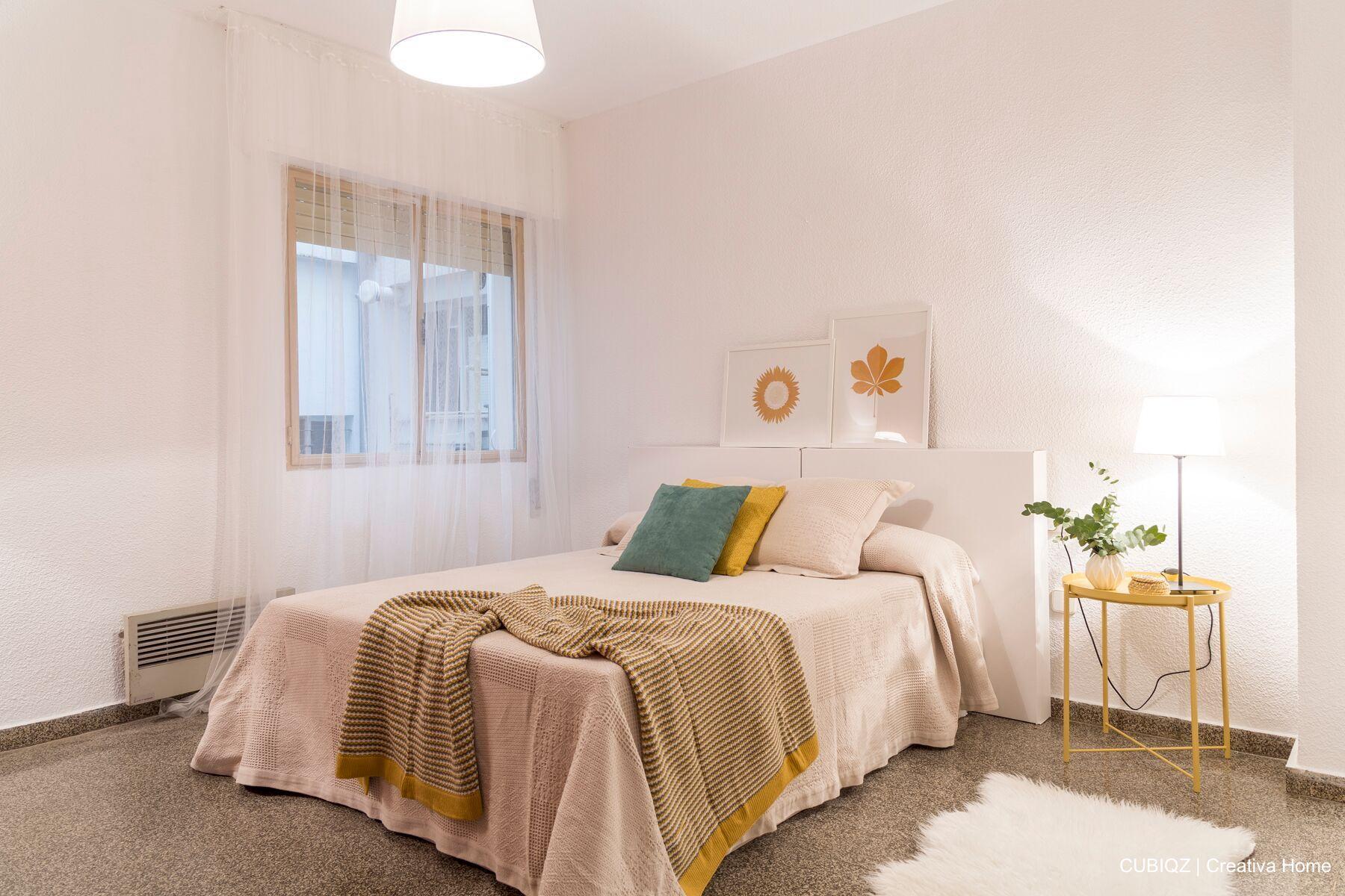 2. Home Staging con CUBIQZ cama matrimonio de cartón