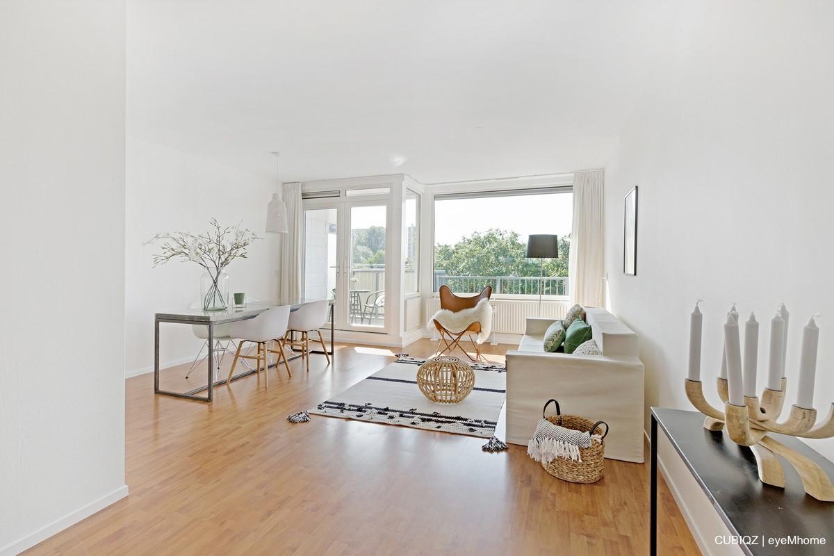 2. CUBIQZ Home Staging con muebles de cartón